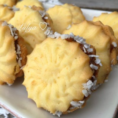 Cajni kolacinja filuvani so marmelad od kajsii