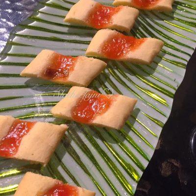 Cajni kolaci so marmelad od slivi