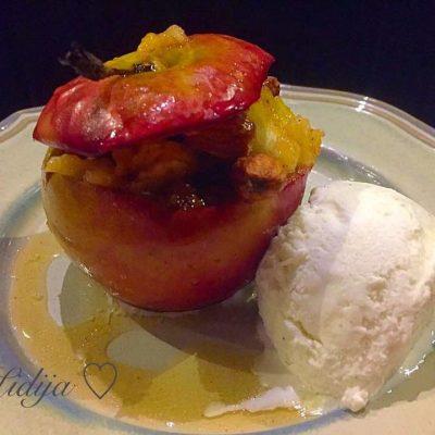 Polneti peceni jabolka