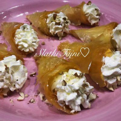 Triagolnici filuvani so krem od vanila