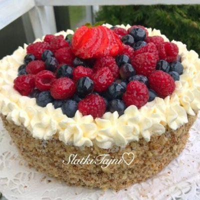 Torta so sumsko ovosje