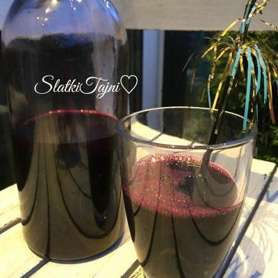 Domasen sok od crno grozje