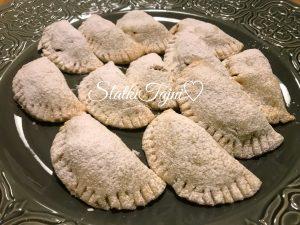 Cajni kolaci filuvani so jabolko, cimet i orevi