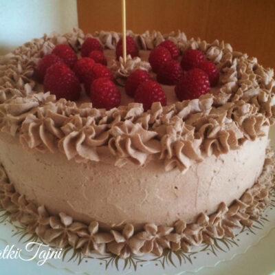 Cokoladna torta so mus od malinki!!