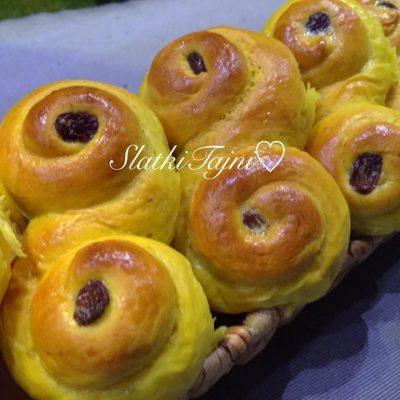 Bozikni kolaci so safran
