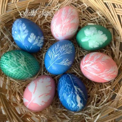 Veligdenski jajca shareni so trevki
