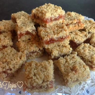 Posni sitni kolaci so domašen dzem od jagodi!