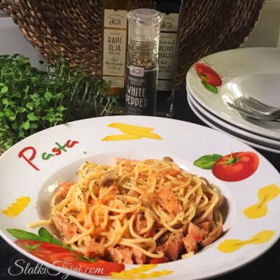 Spaghetti so oregano i cadeno svinsko meso!!