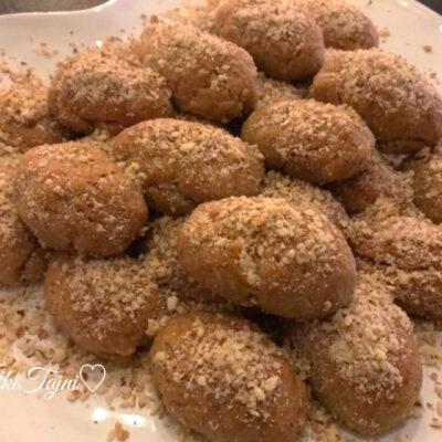 Posni pareni grcki kolaci so cimet, orevi i sok od portokal!!