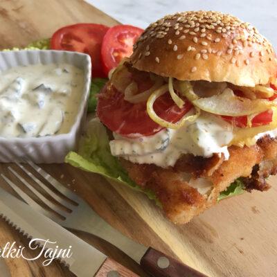 Domašni Hamburger so pohovana krckava bela riba i domśen dresing!!